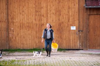 Die Biobäuerin und Schäferin Erika Ertel auf ihrem Hof in Ernhüll, Oberpfalz, Bayern