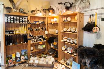 Hofladen mit Produkten aus Straußeneiern