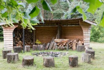 Grillplatz für Gruppen auf dem Geländer der Greifvogelstation